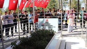 Üniversite öğrencilerinden Ömer Halisdemir'in kabrine ziyaret