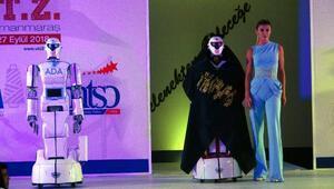 Türkiyede ilk defa defilede robotlar sahne aldı