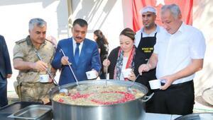 Battalgazi Belediyesi ve Turgut Özal Üniversitesinden aşure etkinliği