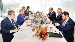 Merkel'le kahvaltı