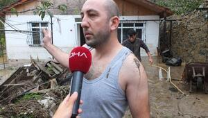 Beykozda sel baskını: Eşi ve çocuğunu tavanı delerek kurtardı