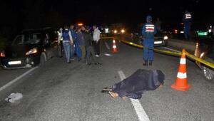 Kaza yapanlara yardım ederken, otomobil çarptı: 2 ölü, 2 yaralı