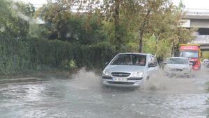 İzmirdeki sağanakta hastaneyi su bastı (3)