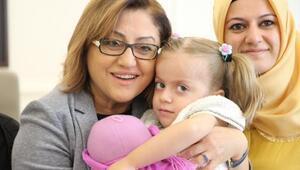 Engelli çocuğa Fatma Şahin sahip çıktı