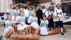 Kemerde turistler Oktoberfesti kutladı