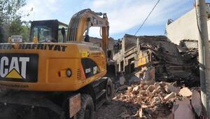 İzmirin Damlacık semtinde 3 yıl sonra evler yıkılıyor