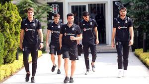 Beşiktaş İsveçe gitti Tolga ve Adriano yok...