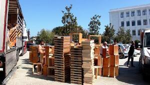 Genç çiftçiler, arı kovanı ve malzemelerini teslim aldı