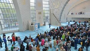 Cumhurbaşkanı Erdoğanın açtığı camiye yoğun ilgi