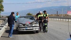 Tosyada otomobil refüje çarptı: 1 yaralı