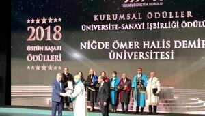 Ömer Halisdemir Üniversitesi, Üstün Başarı Ödülünü Cumhurbaşkanı Erdoğandan aldı