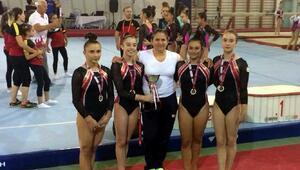 Karşıyaka Belediyesinden başarılı sporculara ödül