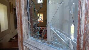 Tarihi camiye zarar veren uyuşturucu bağımlısı gözaltında