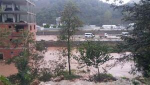 Trabzonda sağanak yağış etkili oluyor