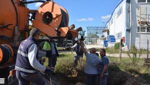 Çorlu Deresine atık bıraktığı öne sürülen tesiste kazı çalışması