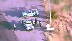 Helikopterdeki polis şefi yoldaki araca ceza kesti