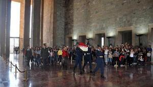İzmir Emniyetinden 36 çocuğa Ankara gezisi