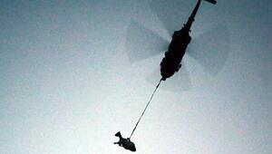 Gebe inek, jandarma helikopteriyle kurtarıldı