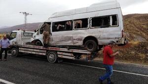 Yurda kaçak giren göçmenleri taşıyan minibüs devrildi: 26 yaralı