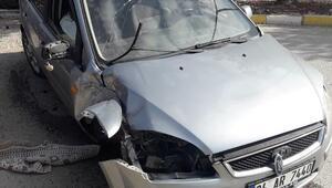 Kaza yapan sürücü camdan fırladı