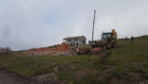 Perşembe Yaylasında kaçak yapılar yıkılıyor