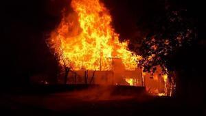 Karabük'te kardeşlere ait 2 ev yandı