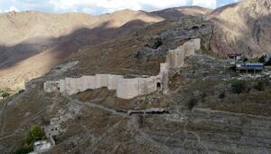 Temelinden, burcuna 788 yıllık Türk kalesi