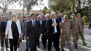 Bakan Soylu, İzmirde subayların yemin törenine katıldı