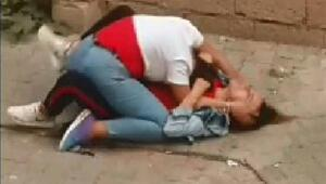 Liseli kızların sokak ortasındaki kavgası şok etti