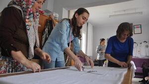 Emekli hemşire köyde kadınlarla el işi kooperatifi kurdu