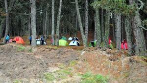 İzimirli dağcılar Simavın zirvesinde kamp kurdu, stres attı