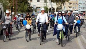 Başkan Bekler, gençler ile önce bisiklete bindi, sonra çöp topladı