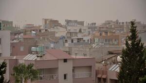 Reyhanlı'da toz bulutu etkili oldu