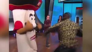 Dünya ağır siklet boks şampiyonu Deontay Wilder'dan canlı yayında skandal hareket