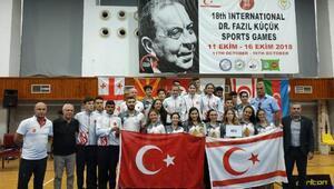 Badmintoncular Kıbrısta şampiyon oldu