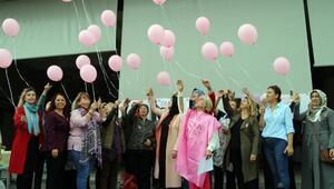 Meme kanseri farkındalığı için gökyüzüne pembe balon bıraktılar