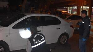 Akü hırsızları kaçarken, polis aracına çarptı