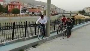 Bisiklet yolundaki engeller herkesi şaşırtıyor Burası ülkemizden bir şehir