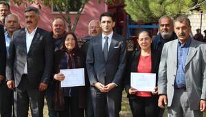 Sarıoğlanda okuma yazma kursunu bitiren 83 kişiye sertifika