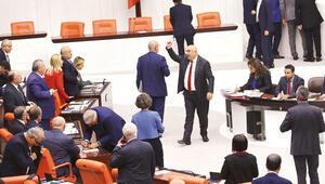 AK Parti ile CHP'nin sayı tartışması: 4 mü büyük, 1 mi: 1
