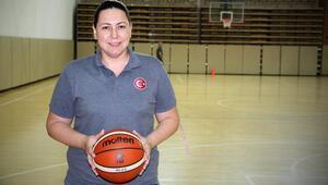 Yeni menajer Yasemin Horasan