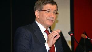 Eski Başbakan Davutoğlu, öğrencilerle buluştu