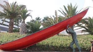 Sisyphos'un heykelleri Bayraklıda