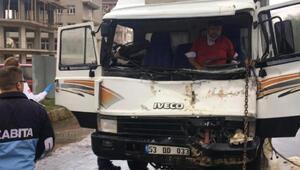 Şarkikaraağaçta kaza: 4 yaralı