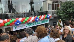 İzmirliler, Tuncelinin doğal ürünlerini almak için yarıştı