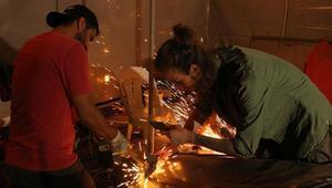 Üniversite öğrencileri hurda malzemeleri sanat eserine dönüştürüyor