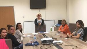 Kırklarelide sağlık çalışanlarına işaret dili kursu
