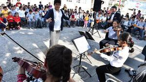 Köy çocuklarından senfonik konser