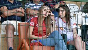 Futbol âşığı Rus güzel