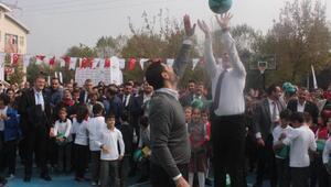 İzmitte Haydi Sahaya projesi ile 10 basketbol sahası açıldı